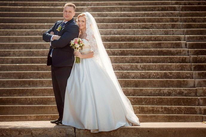 Ведущая на свадьбу в Ярослалве Анна Шанель фото Полины и Сергея