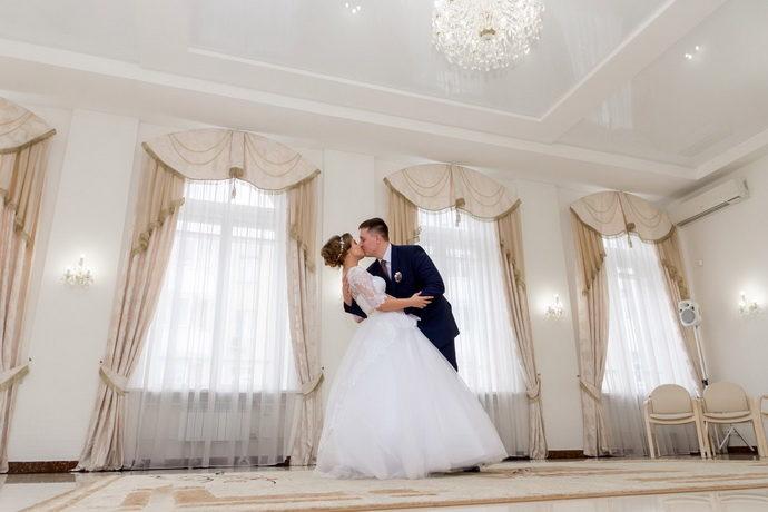 Ведущая на свадьбу в Ярославле Анна Шанель фото Ольги и Сергея