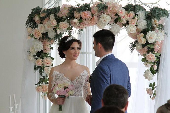 Ведушая на свадьбу в Ярославле Анна Шанель фото Дениса и Ирины
